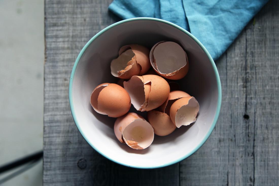 Cómo las cáscaras de huevo trituradas pueden ayudar a reparar el daño óseo