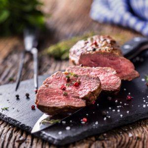 ¿La carne roja puede reducir el riesgo de EM?