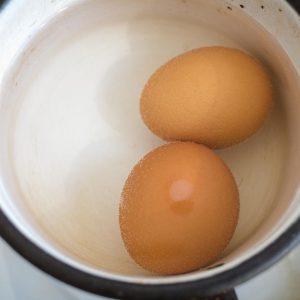 Lo que hay que saber sobre el consumo de huevos crudos