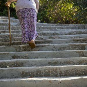 La falta de vitamina K puede reducir la movilidad en los adultos mayores