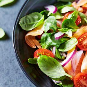 """La dieta DASH redujo el riesgo de insuficiencia cardíaca """"casi a la mitad"""" en personas menores de 75 años."""