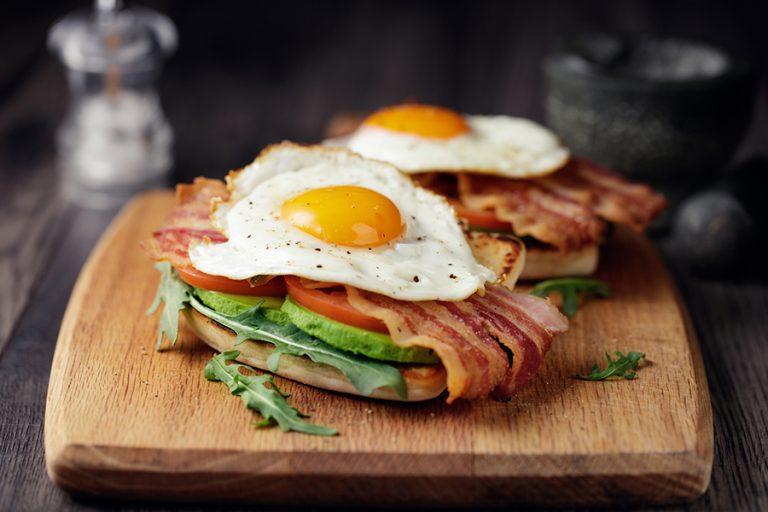 ¿Porque es bueno comer proteínas en el desayuno?