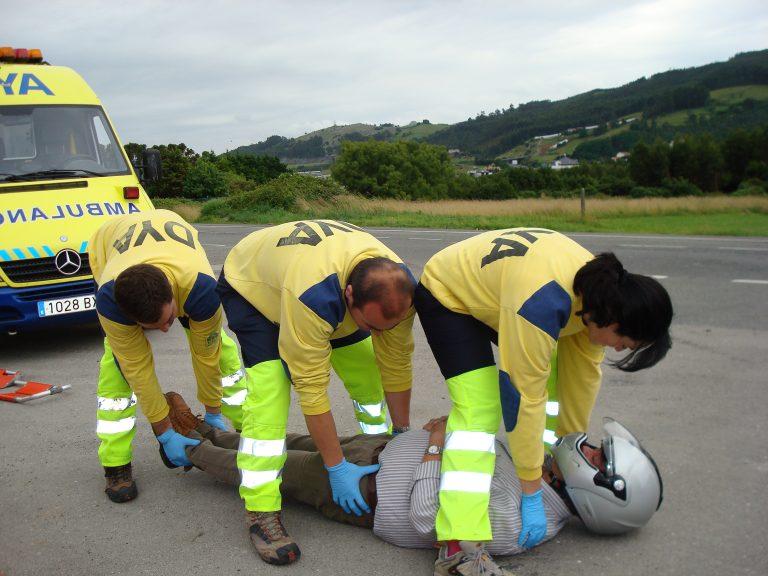 Primeros auxilios en moto con la DYA de Castro Urdiales