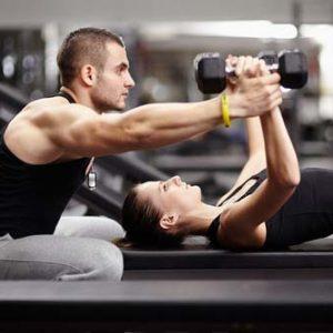 Cómo el entrenamiento con pesas te ayuda a mantenerte joven
